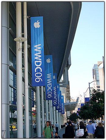 Faixas do evento cobrem todos os arredores do Moscone Center