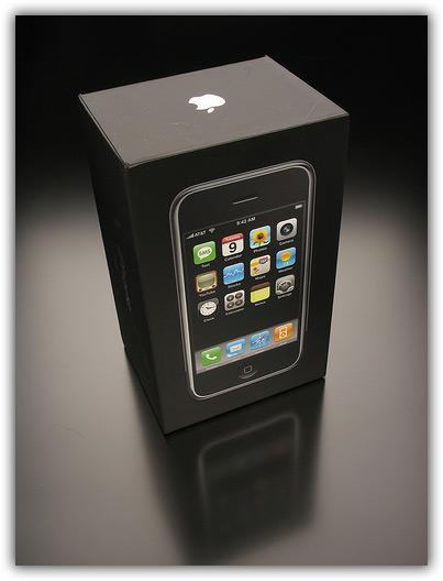 iPhone & Newton 03