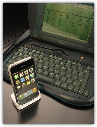 iPhone & Newton 08