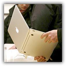 MacBook Air em aeroporto