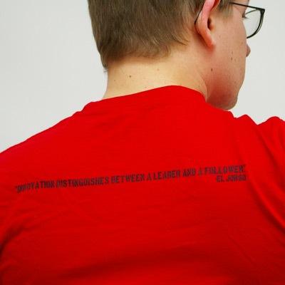 Frase na parte de trás da camiseta