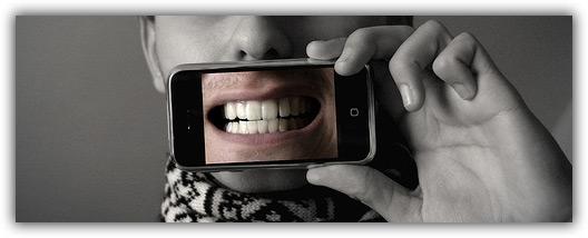 iPhone na boca