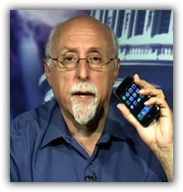 Walt Mossberg com um iPhone