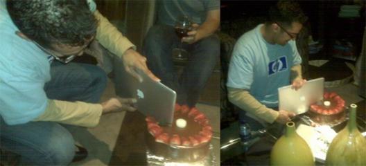 MacBook Air cortando bolo