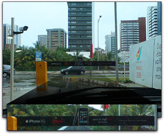 Propaganda do iPhone 3G na cancela de estacionamento do Salvador Shopping