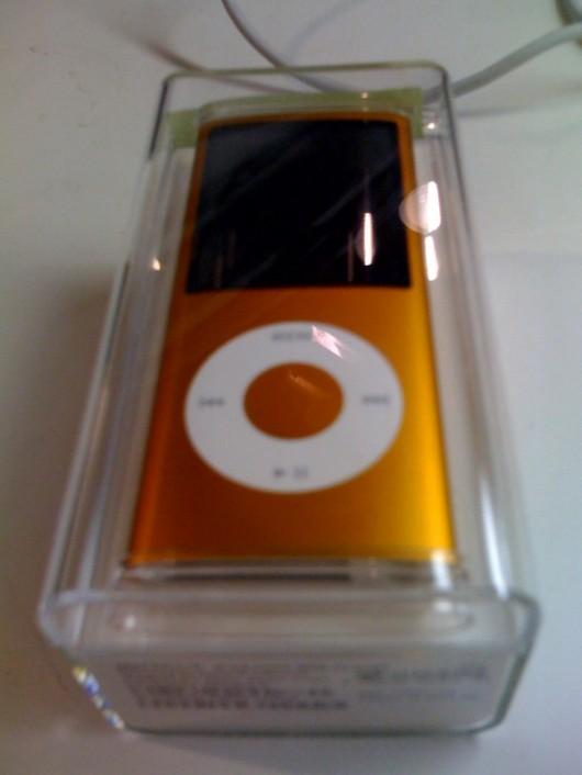 Gira-se a tela em 90° e boom! Novo iPod nano!