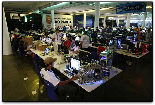 Arena da Campus Party Brasil 2008: antes eram 5Gbps de conexão banda larga individual. Em 2009, será o dobro!
