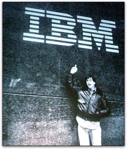 Steve Jobs dá dedo para a IBM