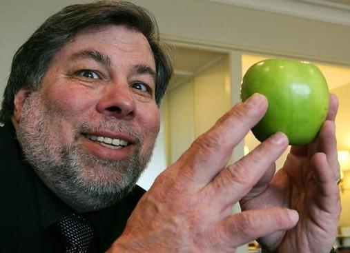 """Steve """"Woz"""" Wozniak e uma maçã"""