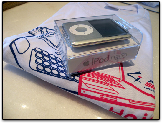 iPod nano e camiseta FOURSERV