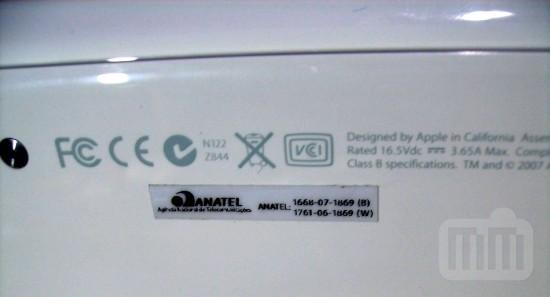 MacBook com selo da Anatel