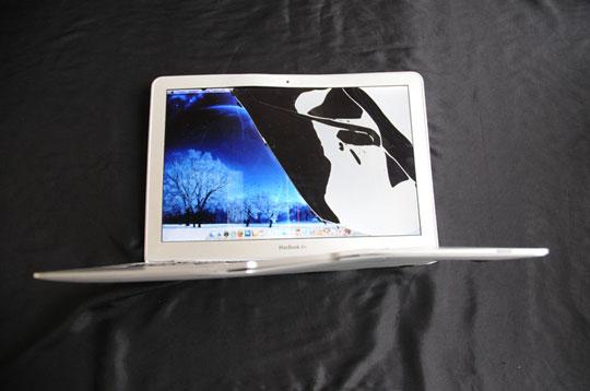 MacBook Air após queda de avião
