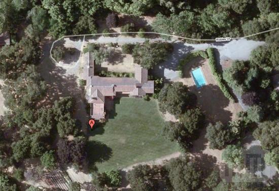 Mansão vista de cima pelo Google Maps
