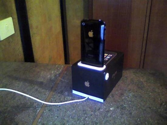Dock de iPhone feito a partir de sua caixa