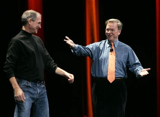 Steve Jobs (CEO da Apple) e Eric Schmidt (CEO do Google)