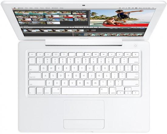 MacBook branco visto de cima