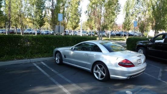 Será que ele foi com a sua Mercedes? ;-)