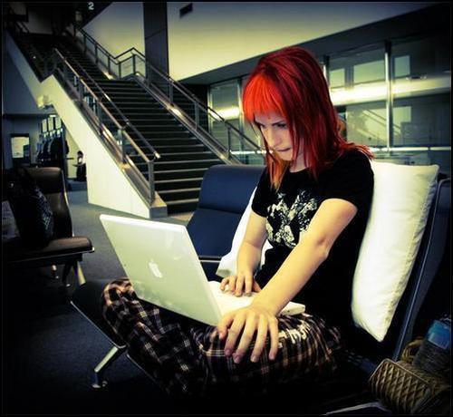 Hayley Williams e seu MacBook