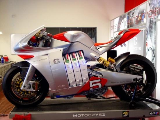 12-motoczysz-e1pc