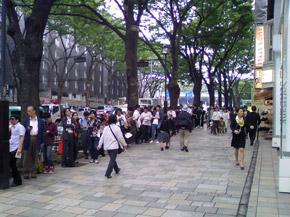 Fila para o iPhone 3G S no Japão