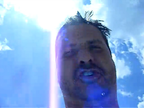 iPhone 3GS cai na piscina