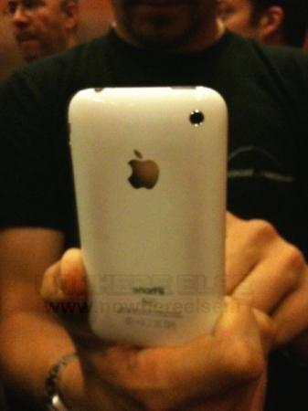 iPhone 3GS colorido por superaquecimento
