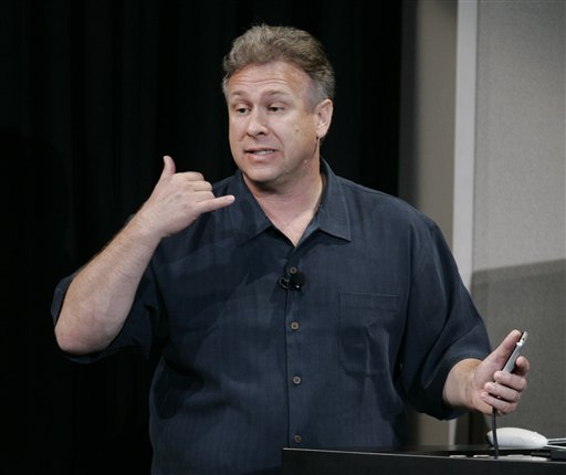 Phil Schiller fazendo sinal de ligação