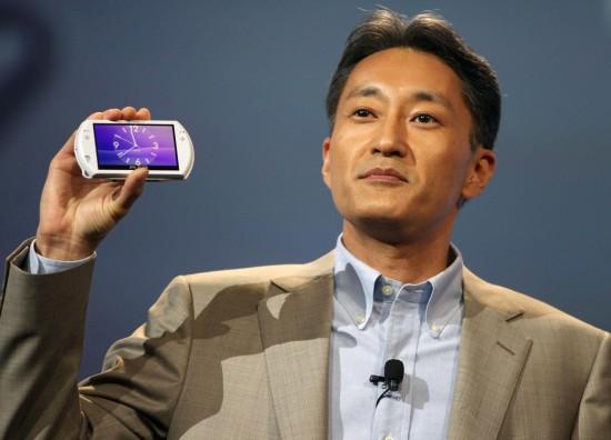 Executivo da Sony com um PSPgo