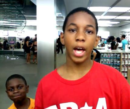 Garotos hip hoppers na Apple Store