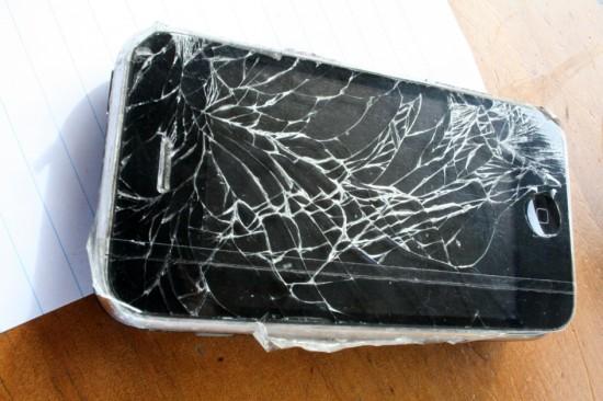 iPhone com tela rachada