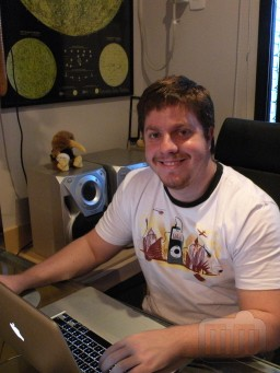 Rafael Fischmann com camiseta RedBug