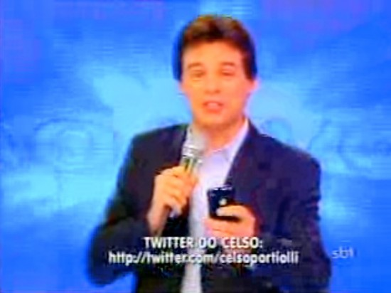 Celso Portiolli com iPhone