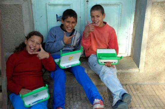 Crianças uruguaias com XOs