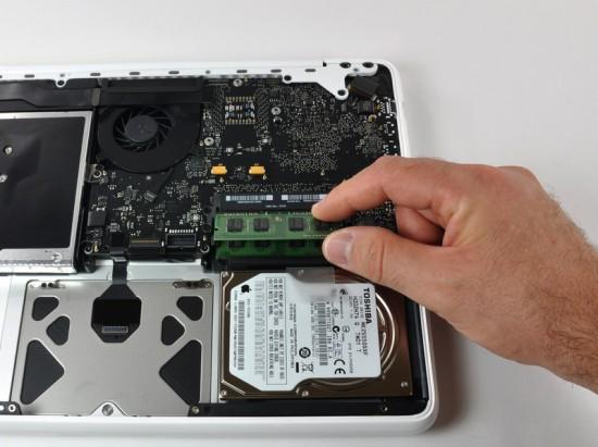 MacBook unibody demontado pelo iFixit