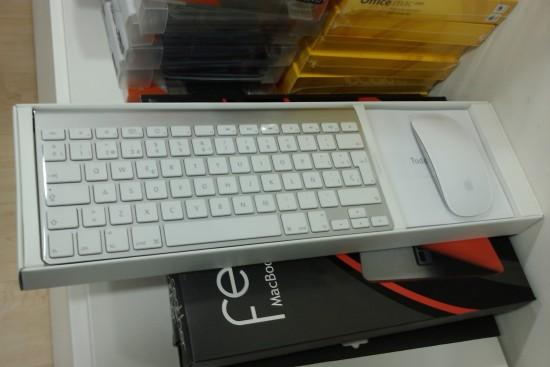 A caixa com teclado e mouse