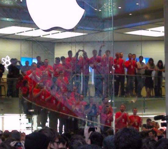 Empregados da Apple Store Louvre