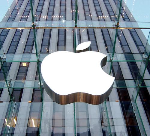 Logo da Apple na Retail Store da Quinta Avenida, em NYC