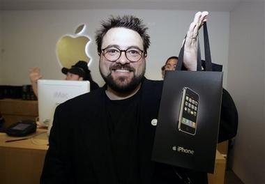Kevin Smith comprando iPhone