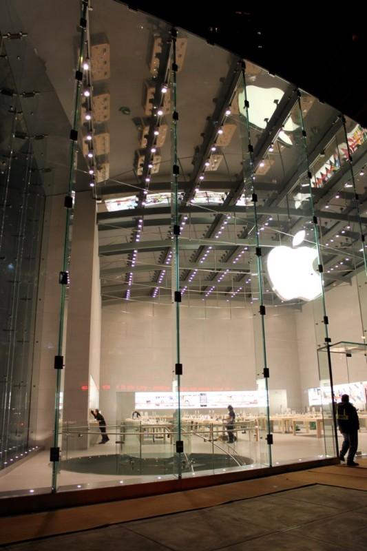 Acho que é a loja de maior pé-direito já construída pela Apple