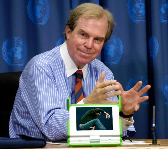Nicholas Negroponte, OLPC e Steve Jobs