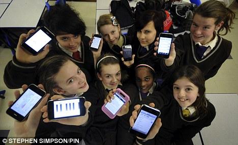 iPhones nas mãos de estudantes no UK