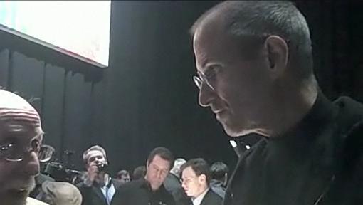Steve Jobs falando com Walt Mossberg