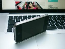 Traseira de iPhone feita de titânio