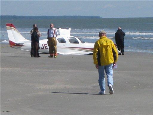 Avião quebrado na praia