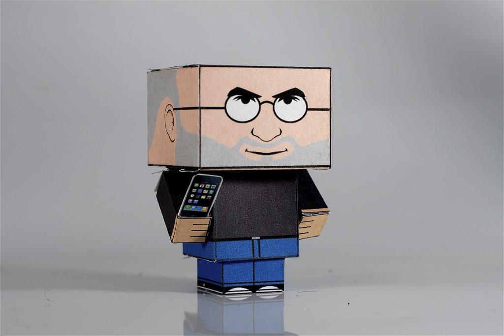 Steve Jobs quadradão em papercraft
