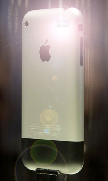 Mockup de iPhone 2G com flash na câmera