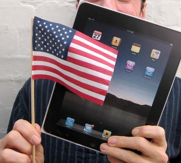 iPad e bandeira de paz dos Estados Unidos