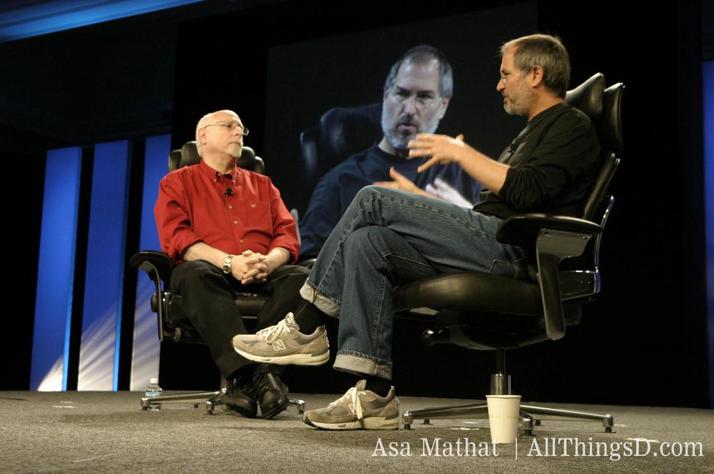 Walt Mossberg e Steve Jobs na D: All Things Digital (D1), em 2003