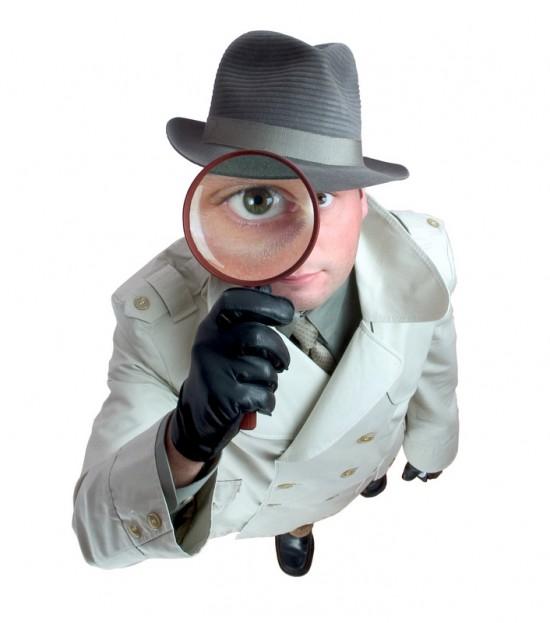 Espião com lupa