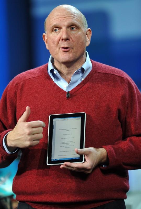 Steve Ballmer segurando a HP Slate